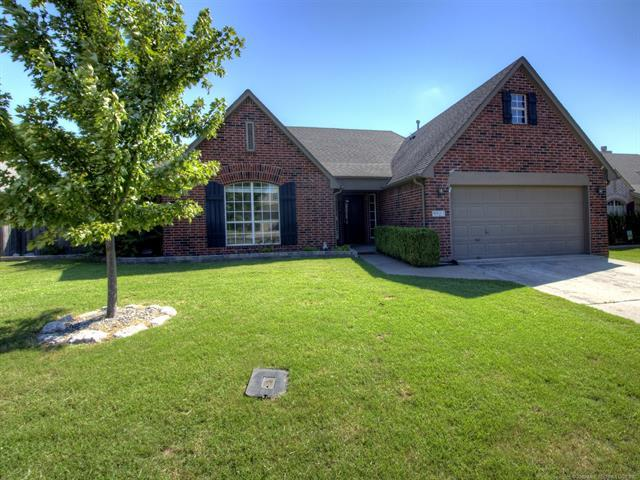 9921 N 120th East Avenue, Owasso, OK 74055 (MLS #1835113) :: Hopper Group at RE/MAX Results