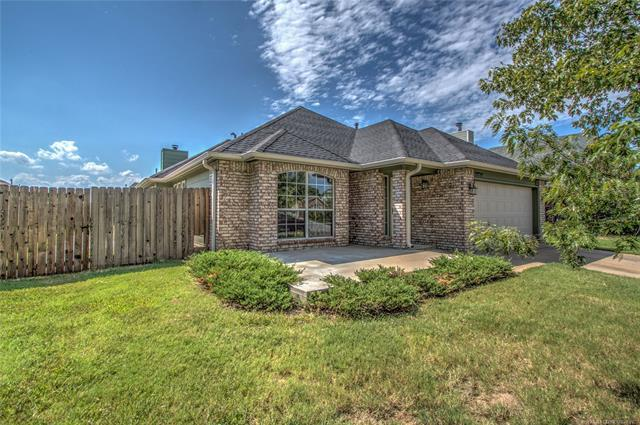 19714 E 37th Place S, Broken Arrow, OK 74014 (MLS #1835315) :: Hopper Group at RE/MAX Results