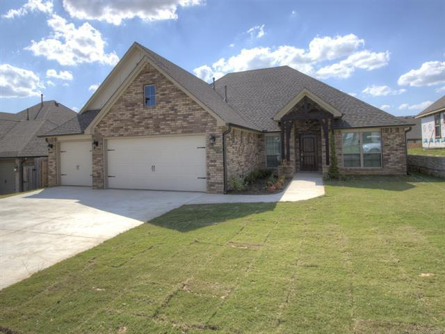 8426 N 77th East Avenue, Owasso, OK 74055 (MLS #1835321) :: Hopper Group at RE/MAX Results