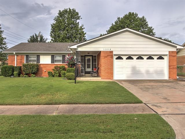 1308 N Gum Avenue, Broken Arrow, OK 74012 (MLS #1835357) :: Hopper Group at RE/MAX Results