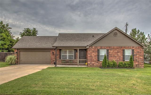 426 E Dogwood Street, Coweta, OK 74429 (MLS #1835731) :: Hopper Group at RE/MAX Results