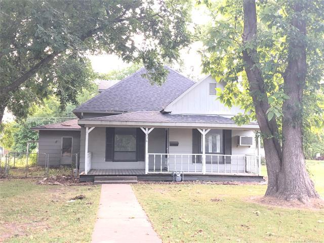 236 S Cedar Street, Nowata, OK 74048 (MLS #1835895) :: Hopper Group at RE/MAX Results