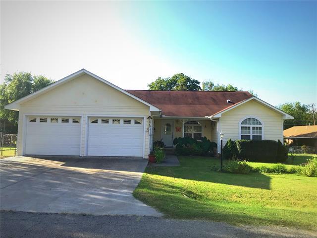 208 W Caddo Avenue, Wilburton, OK 74578 (MLS #1836896) :: Hopper Group at RE/MAX Results