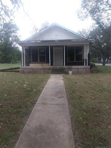 225 N Elm Street, Konawa, OK 74849 (MLS #1837598) :: Hopper Group at RE/MAX Results
