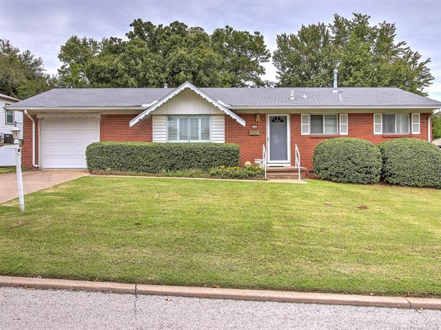 1113 Forest Drive, Sand Springs, OK 74063 (MLS #1837941) :: 918HomeTeam - KW Realty Preferred