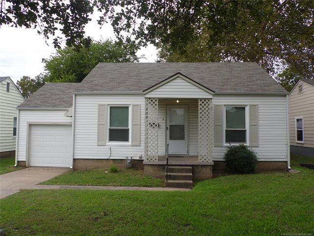 1305 E Jackson Avenue N, Sapulpa, OK 74066 (MLS #1838317) :: 918HomeTeam - KW Realty Preferred