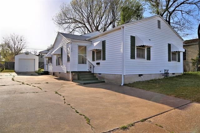 1342 S Yale Avenue, Tulsa, OK 74112 (MLS #1838648) :: 918HomeTeam - KW Realty Preferred