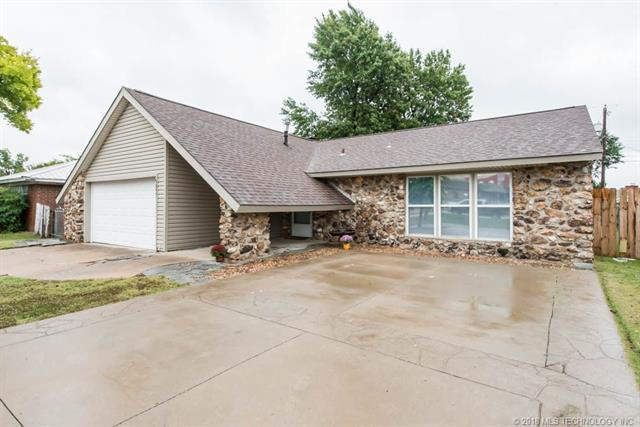 3247 S Memorial Drive, Tulsa, OK 74145 (MLS #1838676) :: 918HomeTeam - KW Realty Preferred