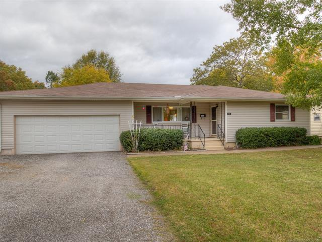 1103 9th Street, Wagoner, OK 74467 (MLS #1839852) :: Hopper Group at RE/MAX Results