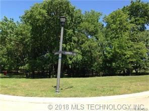 1937 S Surrey Court, Bartlesville, OK 74006 (MLS #1841413) :: American Home Team