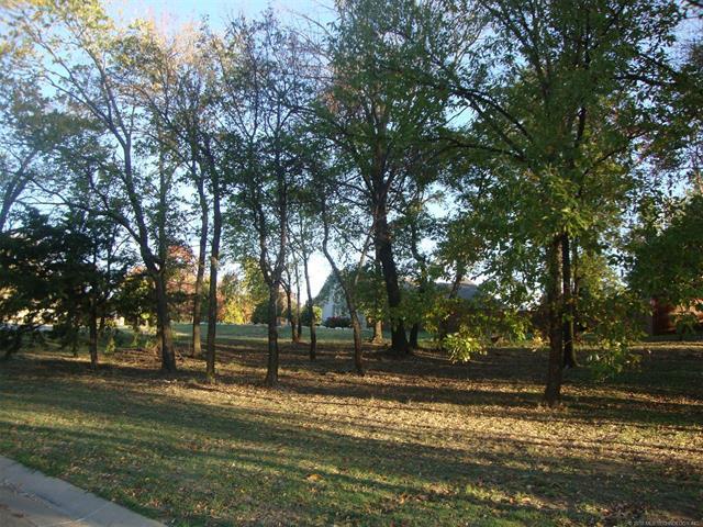 1932 Bradbury Court, Bartlesville, OK 74006 (MLS #1841415) :: American Home Team