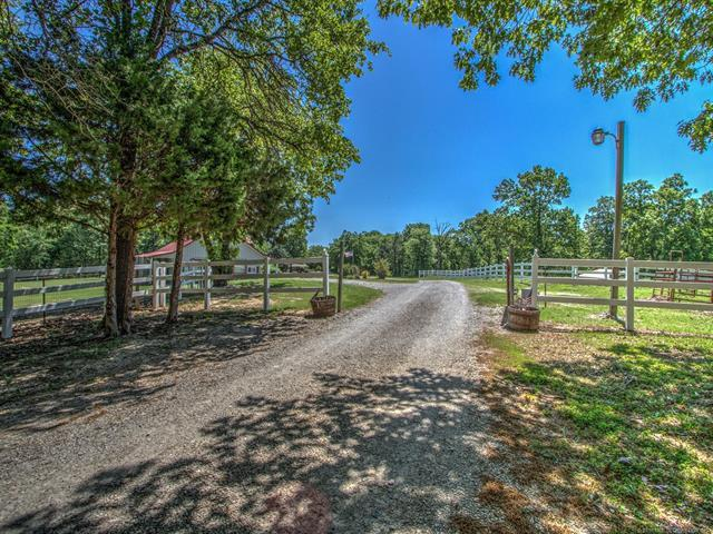 14715 S 257th East Avenue, Coweta, OK 74429 (MLS #1841495) :: American Home Team