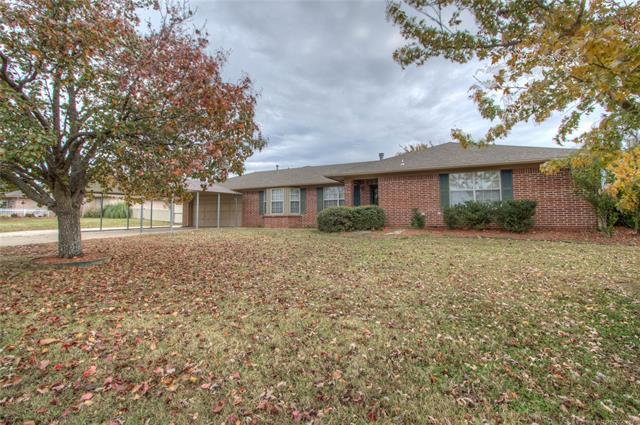14743 S Moccasin Place, Sapulpa, OK 74066 (MLS #1841864) :: Hopper Group at RE/MAX Results