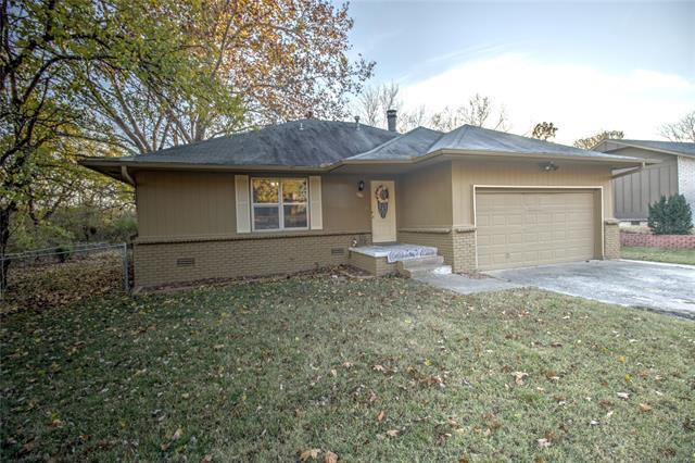 1126 E Davis Avenue, Sapulpa, OK 74066 (MLS #1842135) :: American Home Team