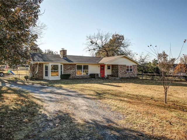 28260 E 127th Street, Coweta, OK 74429 (MLS #1842271) :: RE/MAX T-town