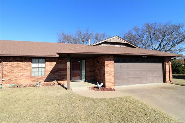 2914 Edgewood Court, Bartlesville, OK 74006 (MLS #1842522) :: Hopper Group at RE/MAX Results