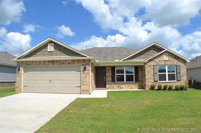 1228 E Quincy Street, Broken Arrow, OK 74012 (MLS #1842703) :: Hopper Group at RE/MAX Results