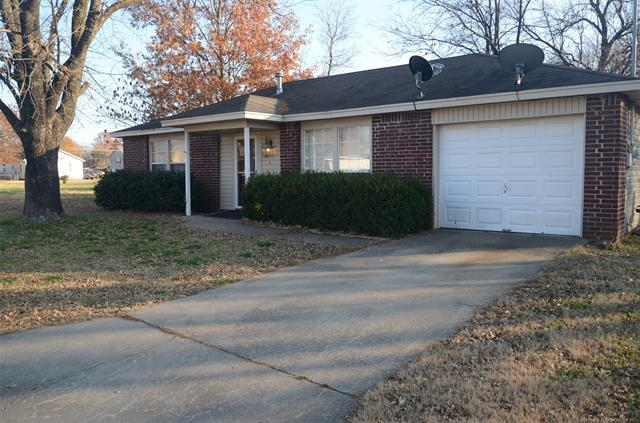 406 SE 6th Street, Wagoner, OK 74467 (MLS #1843493) :: American Home Team