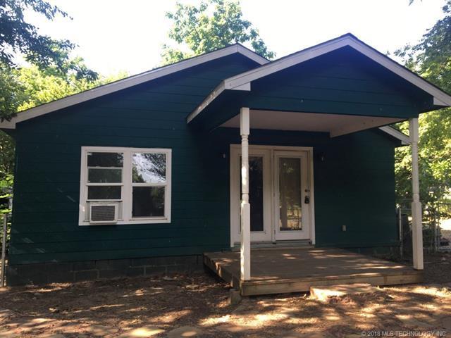 400 SW 2nd Street, Wagoner, OK 74467 (MLS #1843647) :: American Home Team
