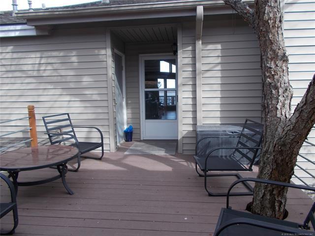 705 Villa Vista Street, Pryor, OK 74361 (MLS #1843782) :: American Home Team