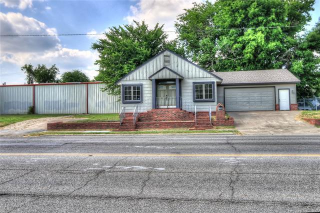 2221 E 3rd Street S, Tulsa, OK 74104 (MLS #1845718) :: Hopper Group at RE/MAX Results
