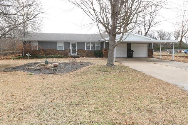 1719 W Union Street, Collinsville, OK 74021 (MLS #1846119) :: Hopper Group at RE/MAX Results