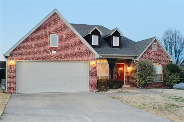 821 W 149th Street S, Glenpool, OK 74033 (MLS #1900468) :: 918HomeTeam - KW Realty Preferred