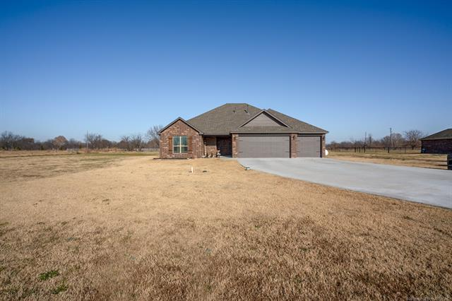 2275 E Barb Wire Drive, Oologah, OK 74053 (MLS #1900878) :: Hopper Group at RE/MAX Results