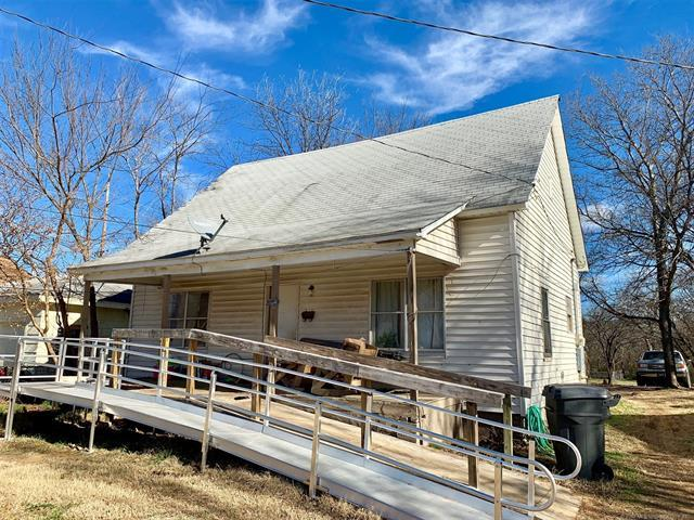 210 E Street SE, Ardmore, OK 73401 (MLS #1901207) :: Hopper Group at RE/MAX Results