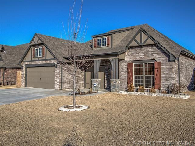 1721 E 136th Street, Glenpool, OK 74033 (MLS #1901452) :: 918HomeTeam - KW Realty Preferred