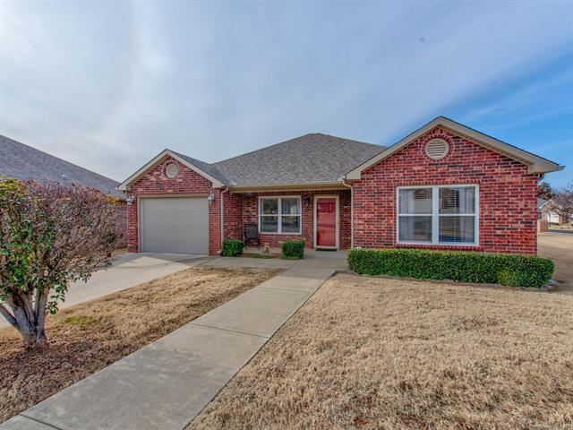 4217 Greentree Way #28, Sand Springs, OK 74063 (MLS #1901602) :: Hopper Group at RE/MAX Results
