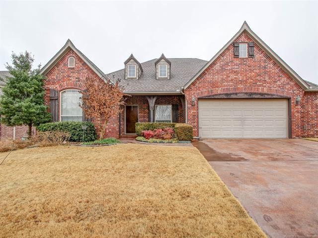 309 E 113th Street, Jenks, OK 74037 (MLS #1902140) :: American Home Team