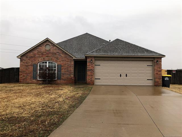 14812 S Fern Place, Glenpool, OK 74033 (MLS #1902275) :: 918HomeTeam - KW Realty Preferred