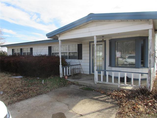 200 Duncan Avenue, Checotah, OK 74426 (MLS #1902425) :: American Home Team