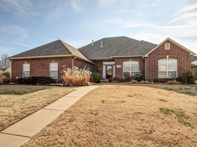 1109 E Uniontown Street, Broken Arrow, OK 74012 (MLS #1902625) :: American Home Team