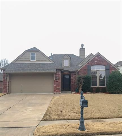 1908 W Rockport Street, Broken Arrow, OK 74012 (MLS #1902828) :: Hopper Group at RE/MAX Results