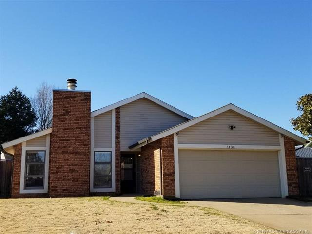 3108 S Lions Avenue, Broken Arrow, OK 74012 (MLS #1902938) :: Hopper Group at RE/MAX Results