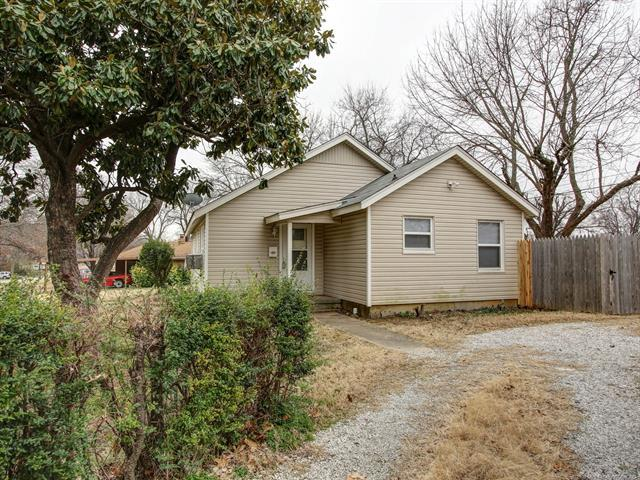 1402 S 75th East Avenue, Tulsa, OK 74112 (MLS #1903563) :: Hopper Group at RE/MAX Results