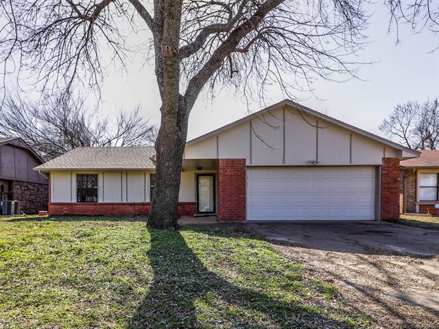 1332 E 67th Street, Tulsa, OK 74136 (MLS #1904593) :: Hopper Group at RE/MAX Results