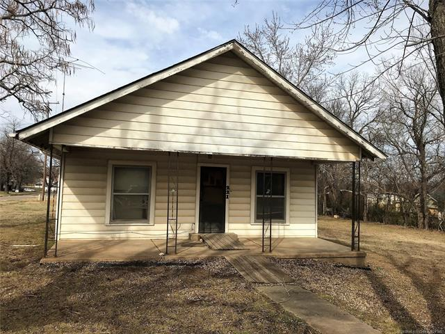 221 W 2nd Street, Konawa, OK 74849 (MLS #1905797) :: Hopper Group at RE/MAX Results