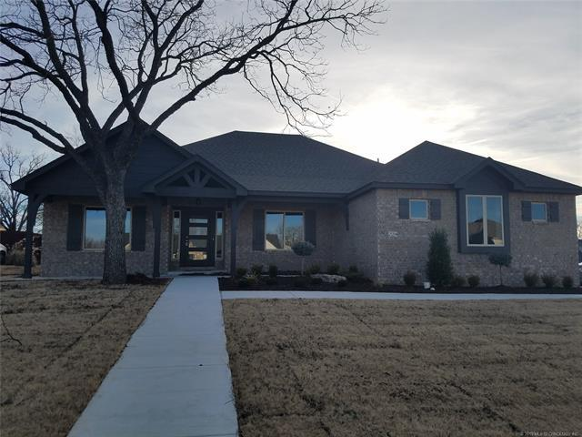 224 Williamsburg Street, Catoosa, OK 74015 (MLS #1907981) :: RE/MAX T-town
