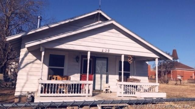 209 E 6th Avenue, Bristow, OK 74010 (MLS #1908153) :: Hopper Group at RE/MAX Results