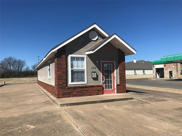 135 N Anthony Road, Muskogee, OK 74403 (MLS #1908660) :: Hopper Group at RE/MAX Results
