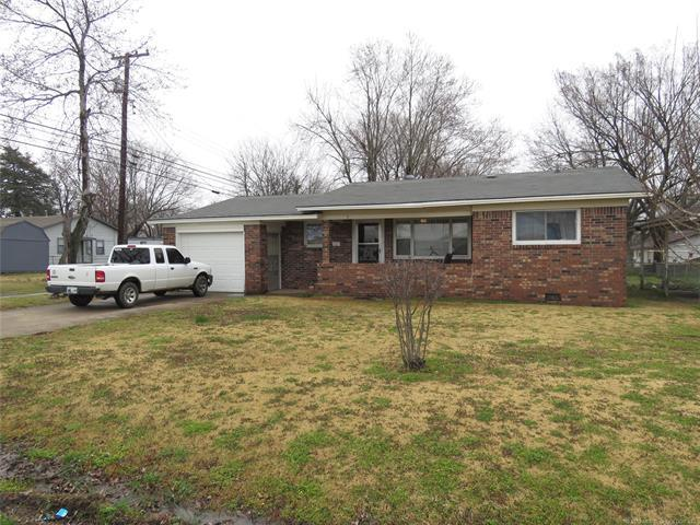 112 SE 3rd Street, Checotah, OK 74426 (MLS #1908957) :: Hopper Group at RE/MAX Results