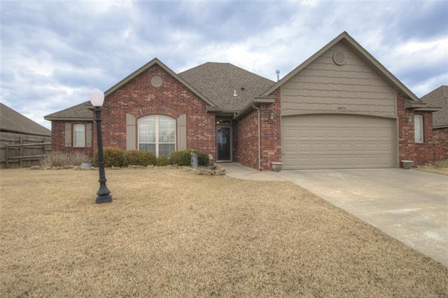 10473 E 143rd Court North, Collinsville, OK 74021 (MLS #1909731) :: RE/MAX T-town