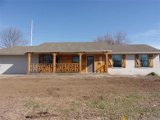 1016 W 18th Street, Claremore, OK 74017 (MLS #1910300) :: RE/MAX T-town