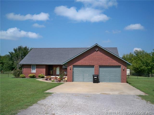20554 Carefree Drive, Claremore, OK 74017 (MLS #1910331) :: RE/MAX T-town