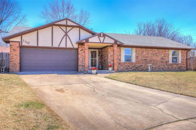 110 E 20th Court, Owasso, OK 74055 (MLS #1910515) :: Hopper Group at RE/MAX Results
