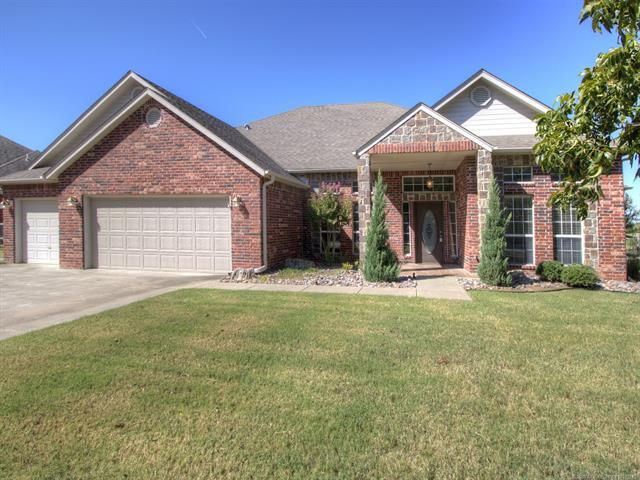 8304 N 101st East Avenue, Owasso, OK 74055 (MLS #1910624) :: Hopper Group at RE/MAX Results