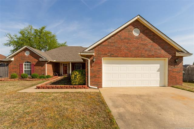 402 Valhalla Drive, Muskogee, OK 74403 (MLS #1911688) :: Hopper Group at RE/MAX Results
